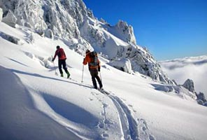 Cascades Backcountry Skiing and Snowboarding with International Mountain Guides (photo: Jeff Ward)