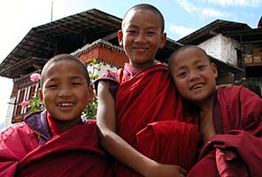 Young monks on the Bhutan trek