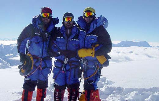 IMG climbers on the summit of Cho Oyu