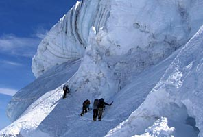 IMG climbers on the Liberty Ridge route of Mt Rainier