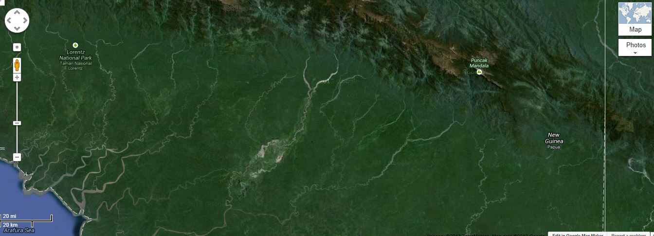Puncak Mandala in Papua (Indonesia) and international border with nearby Papua New Guinea (courtesy Google Earth)