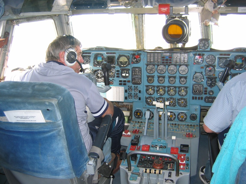 Cockpit of an IL76