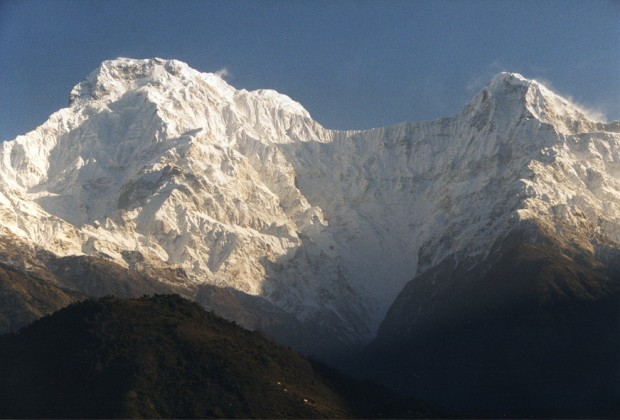 Annapurna South and Hiunchuli as viewed from Chomrong (photo: Ahtih at en.wikipedia)