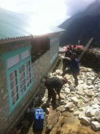 Rebuilding damaged wall in Phortse (Phunuru Sherpa)