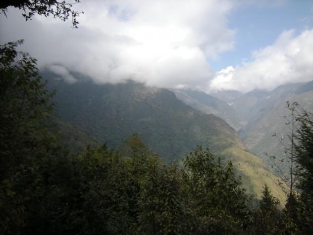 The view up the Hinku and the Pasang Lhamu trail (Eric Simonson)