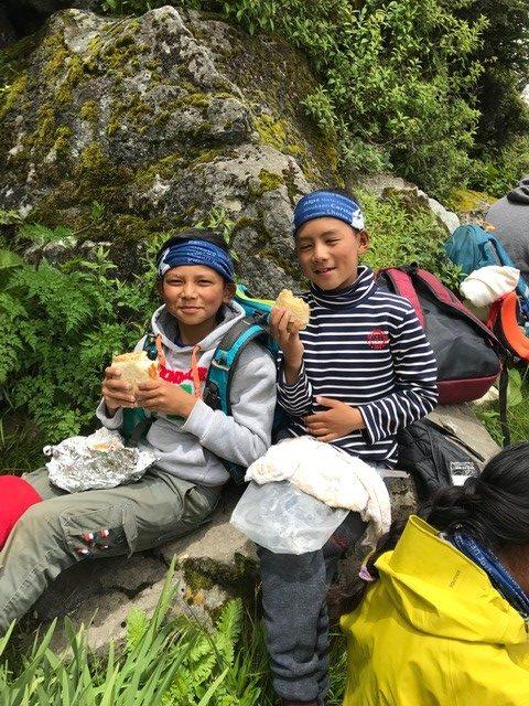 Snack time on the trail (Phunuru Sherpa)