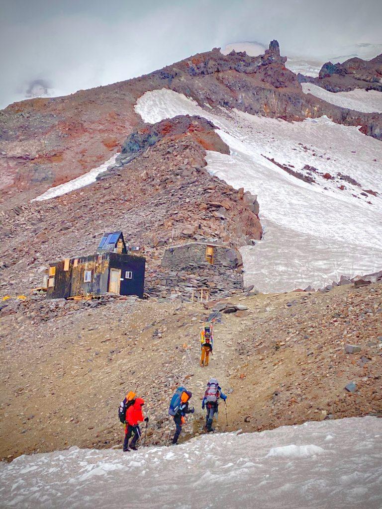 Glacier Skills team rolling into Camp Muir (Nickel Wood)