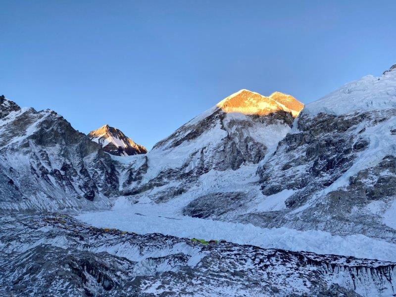 Lho La with Everest in the distant right (Ang Jangbu Sherpa)