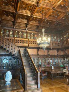 Inside the Hermitage Museum (Sasha Sak)