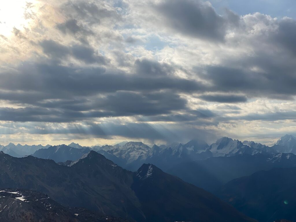 Storm clouds over the Caucasus (Sasha Sak)